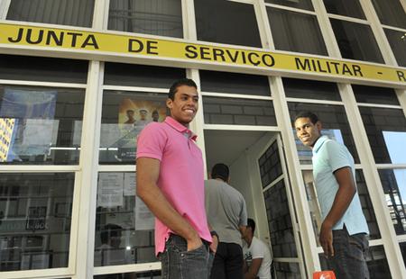 Left or right foto minist rio da defesa alistamento militar
